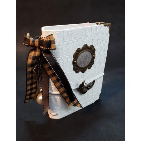 Carnet journal intime design avec son nœud écossais.